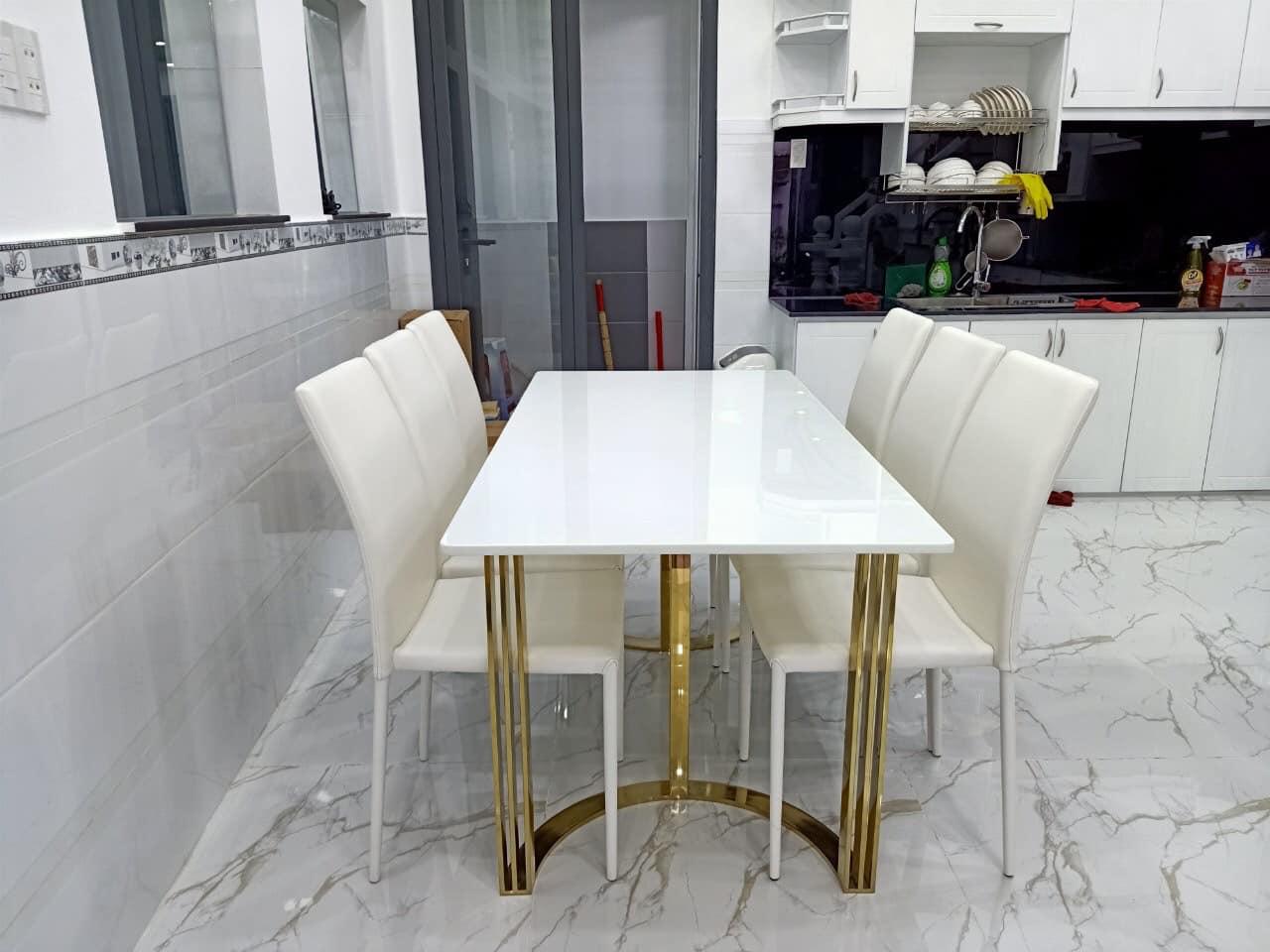 ILUXURY C DINING TABLE (BAC)